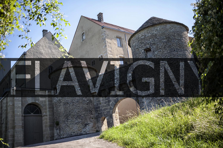 pays-alesia-seine-auxois-Abbaye-de-Flavigny-Fabrique-dAnis-porte-du-val-quinzieme